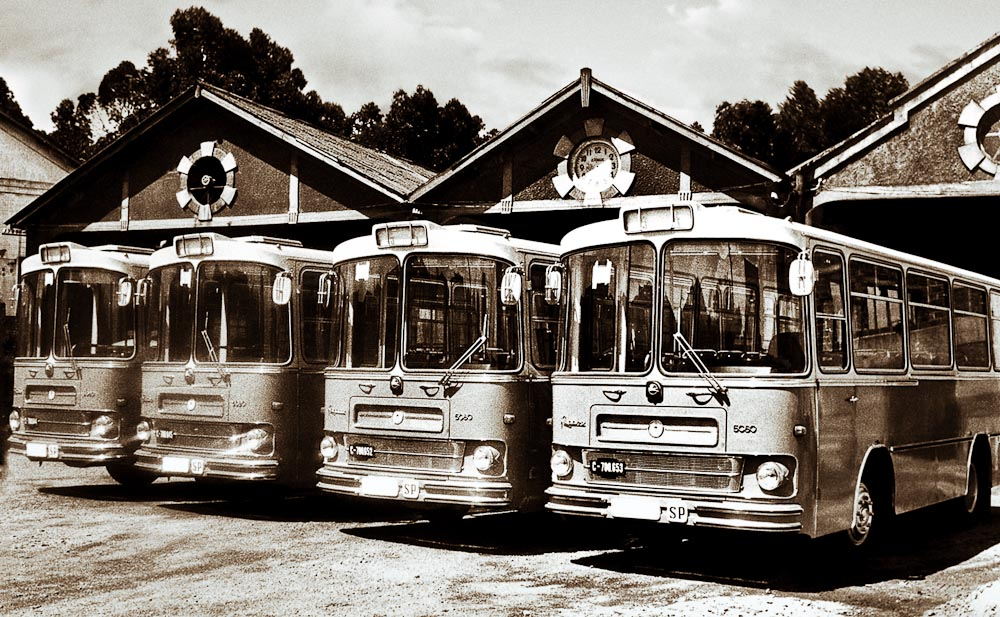 historia de Castrosua foto antiguos autobuses