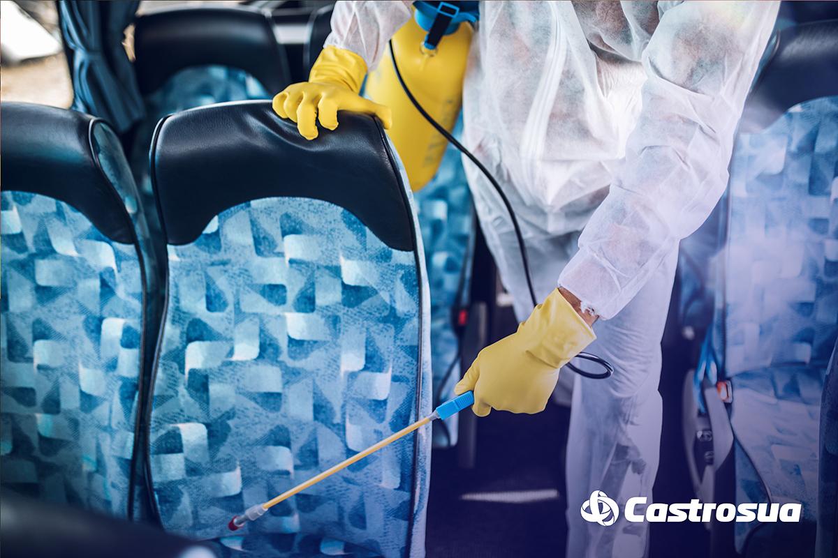 Desinfección de autocar turístico contra Covid-19